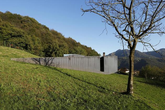 2-story-home-accesses-hillside-both-levels-5.jpg