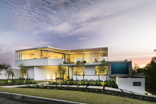 bespoke-beach-home-unique-modern-features-3.jpg