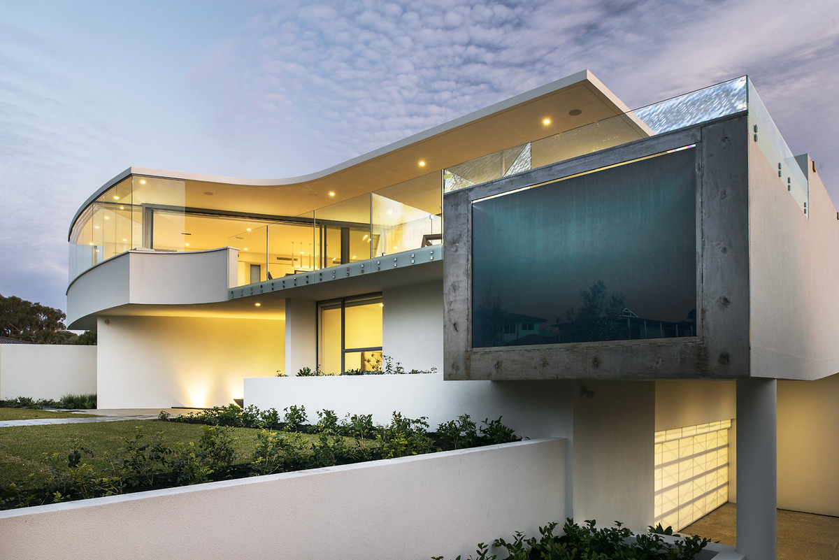 Luxury beach house with cantilevered pool for Beach house designs perth