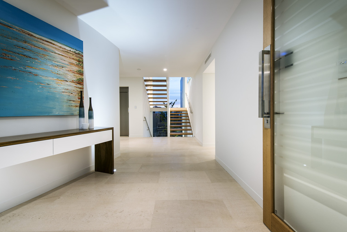 Foyer Luxury Zone : Luxury beach house with cantilevered pool