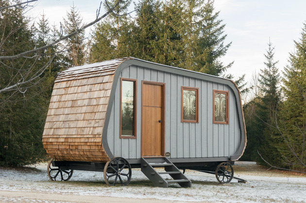 modern prefab hut on wheels gute 1 thumb 630xauto 53777 This Modern Prefab Hut on Wheels has all the Cabin Aesthetics