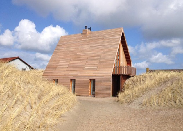 north sea wood house framed in siberian larch 2 thumb 630xauto 53556 North Sea Wood House: Framed in Siberian Larch and Clad in Western Red Cedar