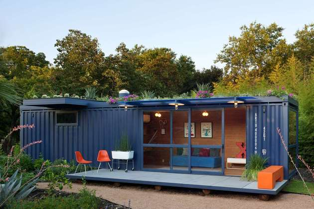 sustainable shipping container house 1 thumb 630xauto 53911 Sustainable Shipping Container House with a Rooftop Garden