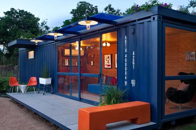 sustainable shipping container house 2 thumb 630xauto 53913 Sustainable Shipping Container House with a Rooftop Garden
