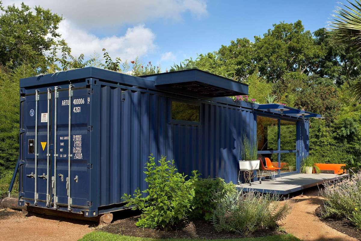 Sustainable shipping container house with a rooftop garden for Classic house 2015