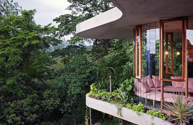 architect and interior designer make their fantasy a reality 2 thumb 630xauto 54742 Architect and Interior Designer Build Their Fantasy Home in Tropical Paradise