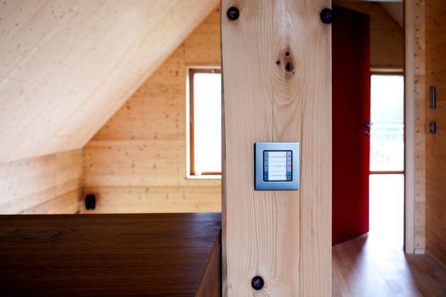 hi-tech-wood-house-gira-11.jpg