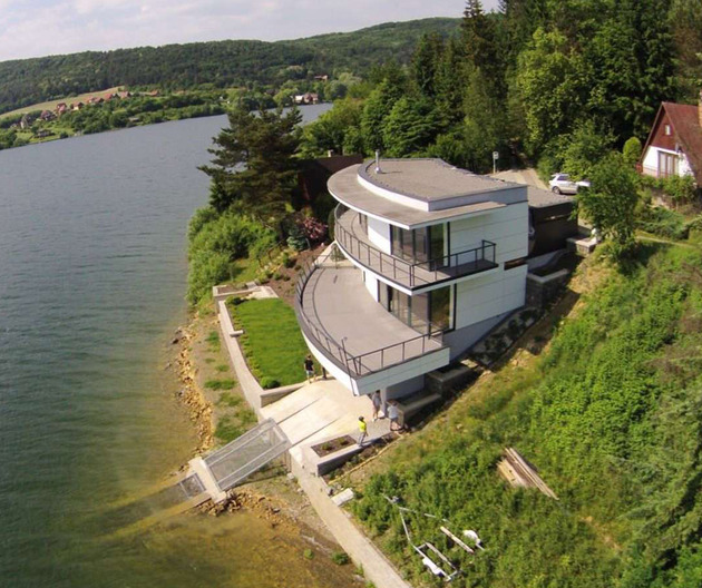 house with observation deck lake eastbrothers 1 thumb 630xauto 54792 This House with Observation Deck is a Dream for Lake Lovers