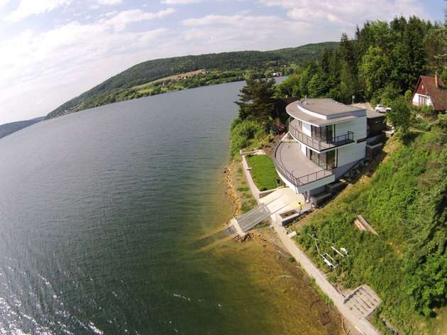 house with observation deck lake eastbrothers 2 thumb 630xauto 54794 This House with Observation Deck is a Dream for Lake Lovers
