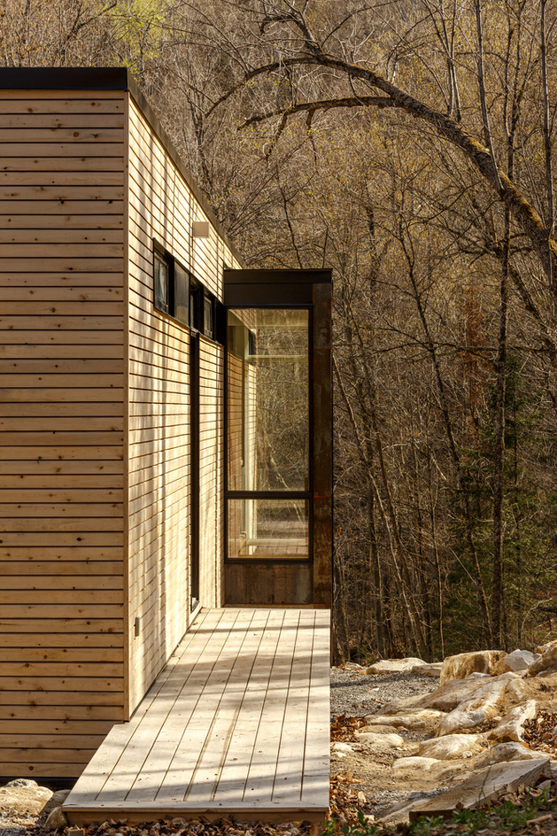 lake-cottage-white-cedar-exteriors-white-oak-interiors-13.jpg