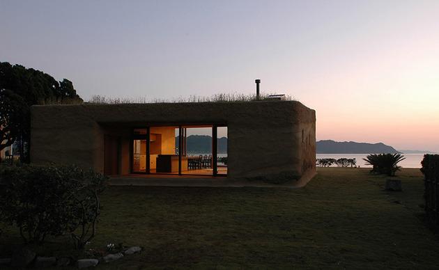 living-grass-roof-house-hiroshi-nakamura-10.jpg