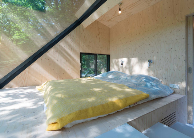 roof extension on summer house bloot architecture 2 thumb 630xauto 54914 Roof Extension Lets You See Tree Tops Right from the Bedroom