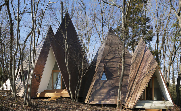 timber vacation house shaped as tepee 1 thumb 630xauto 54928 Timber House Mimics Tents to Make You Feel like Youre Camping
