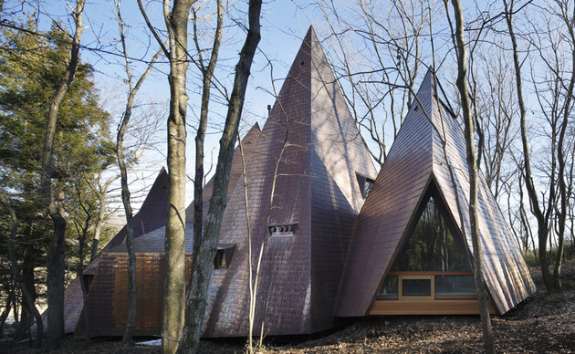 timber vacation house shaped as tepee 2 thumb 630xauto 54930 Timber House Mimics Tents to Make You Feel like Youre Camping