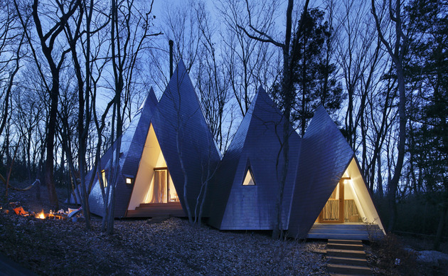 timber-vacation-house-shaped-as-tepee-6.jpg