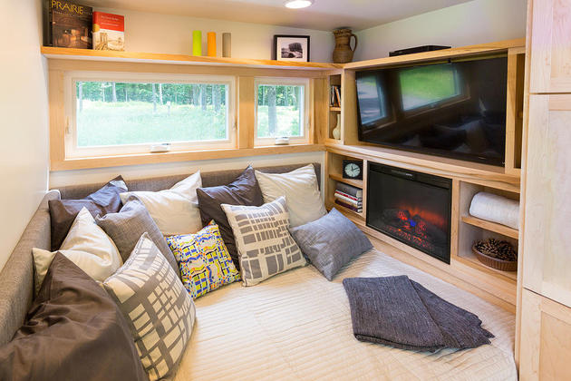 tiny-home-on-trailer-escape-homes-traveler-8-tv-storage.jpg