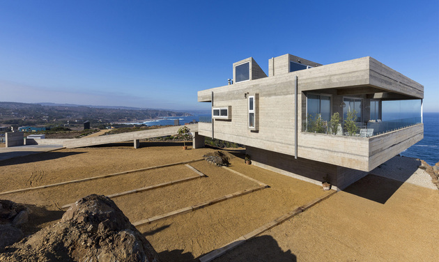 concrete holiday home chile gubbins arquitectos 2 thumb 630xauto 55831 Fortress Like House is a Holiday Retreat by Gubbins Arquitectos