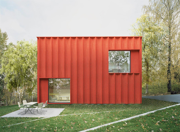 red cubical cottage 1 thumb 630xauto 55713 This Red Cubical Cottage was Designed Based on Statistics
