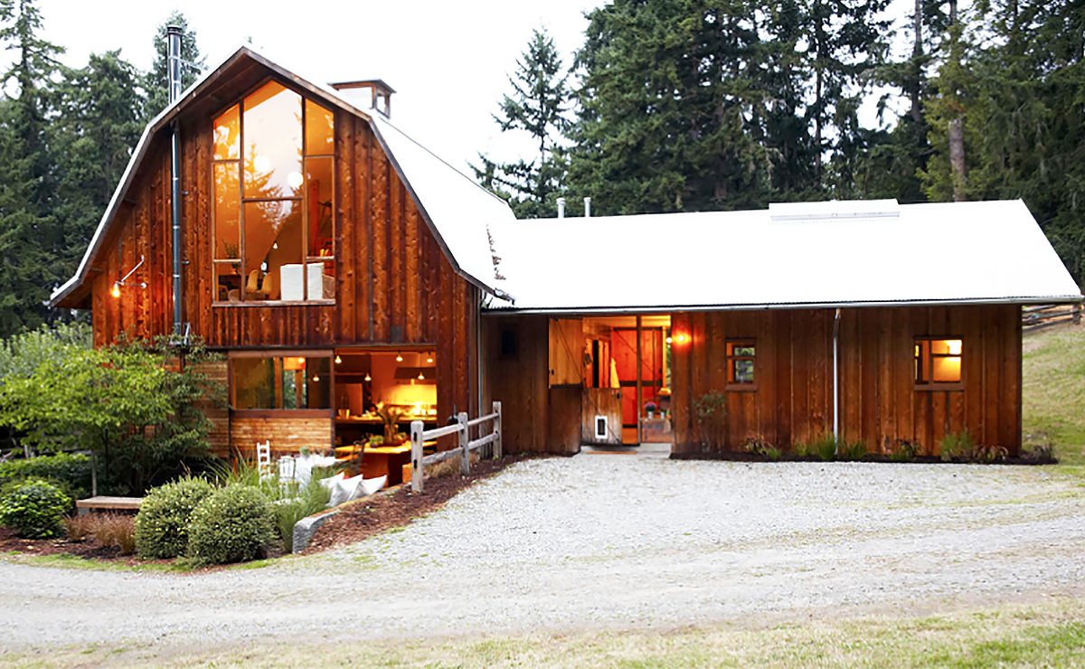 15 barn home ideas for restoration and new construction for Classic house builders