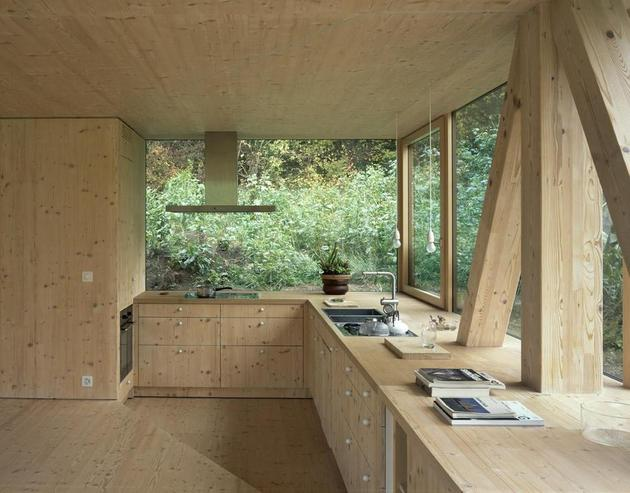 barn-style-house-made-of-glass-1.jpg