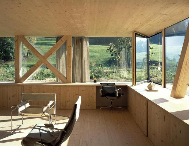 barn-style-house-made-of-glass-2.jpg