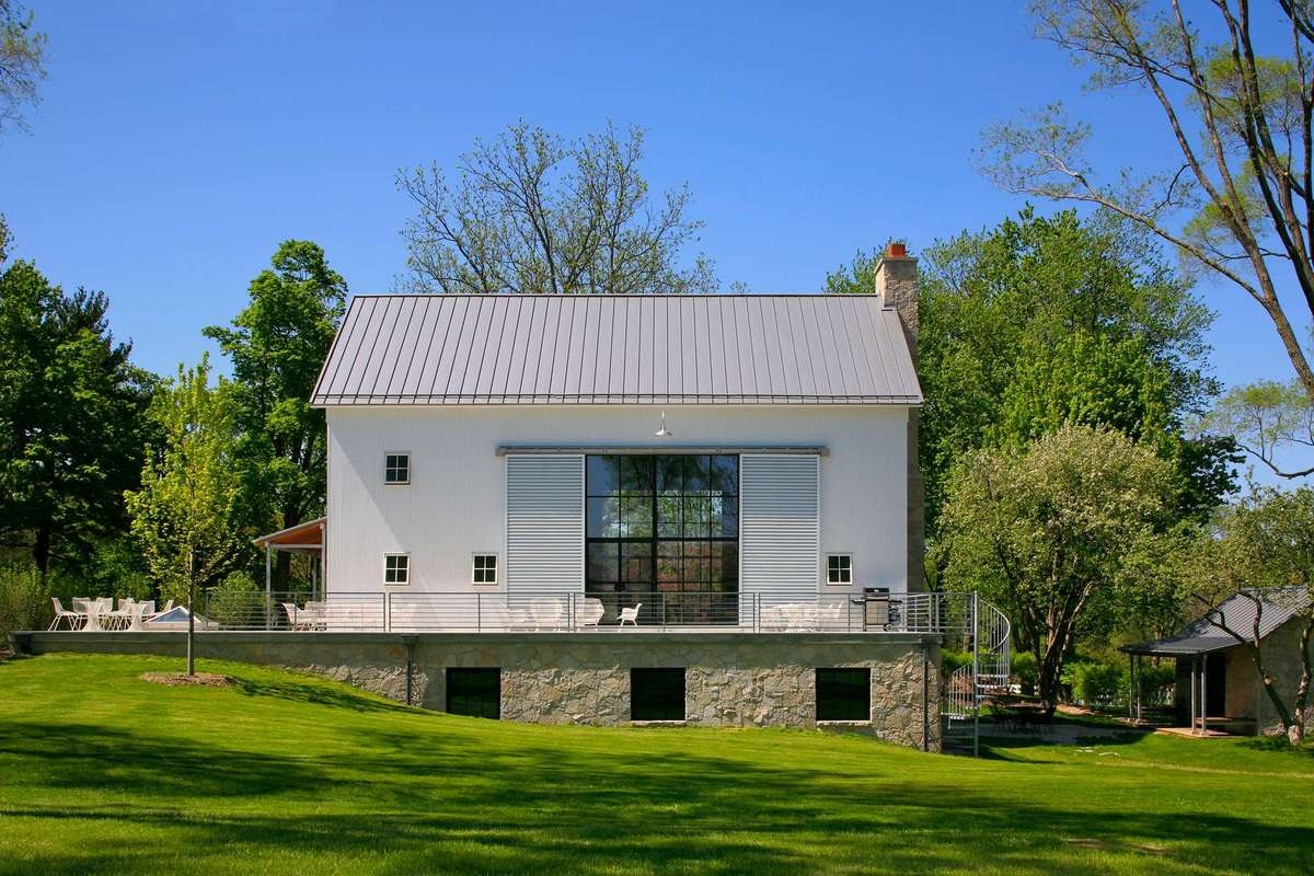 15 barn home ideas for restoration and new construction for Home design restoration