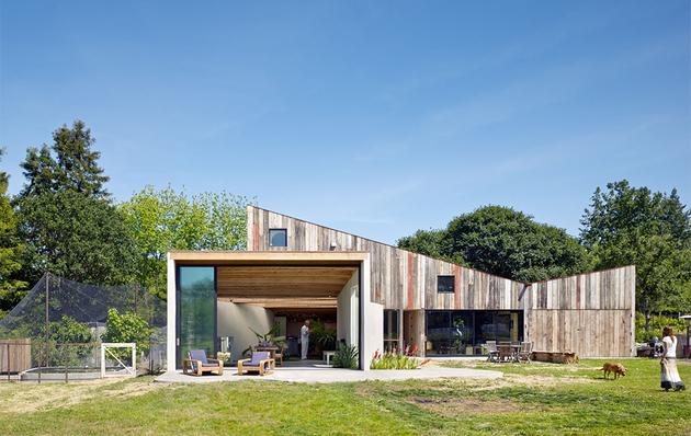 barn-style-house-mier-road-amoeba.jpg