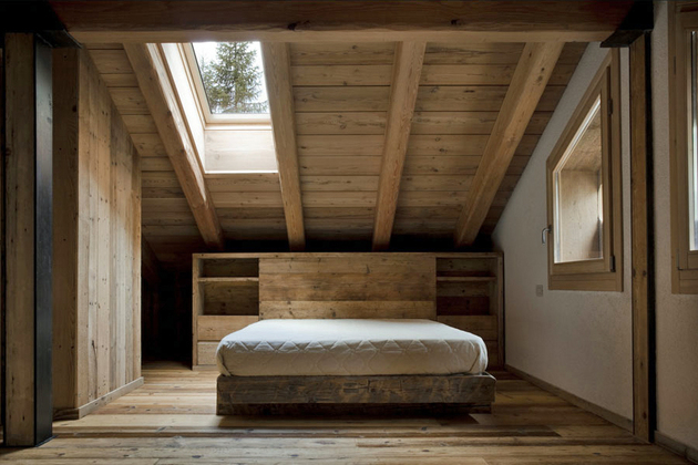 barn-style-house-rustic-bedroom.jpg