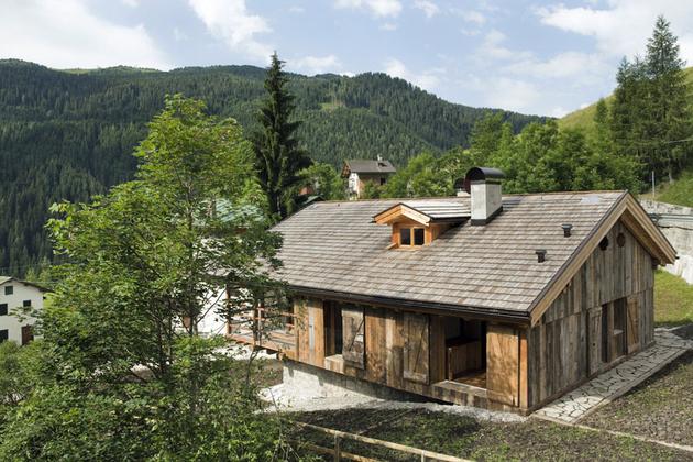 barn-style-house-solar-italy-curb-appeal.jpg