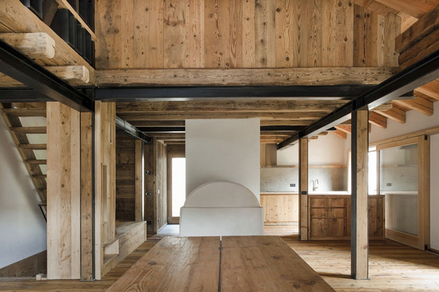 barn-style-house-solar-italy-interior-beams.jpg