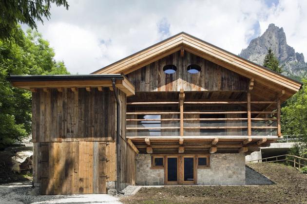 barn-style-house-solar-italy.jpg