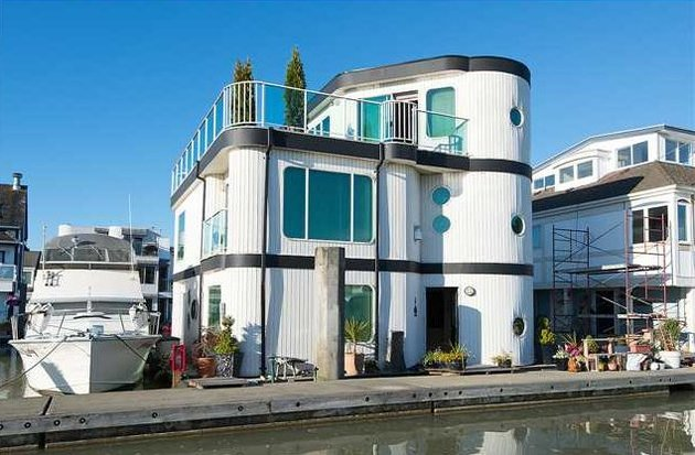 floating-home-interiors-ladner-lighthouse-exterior.jpg
