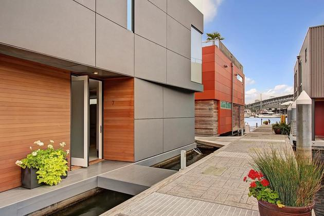 floating homes interiors modern exterior thumb 630xauto 57210 Floating Home Interiors for West Coast Living