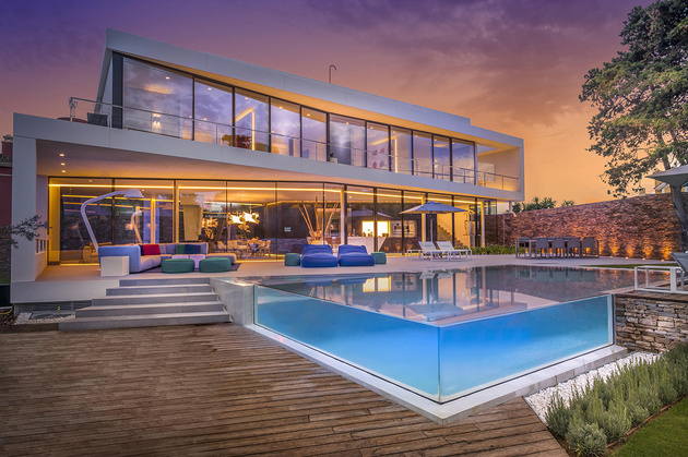 1 modern mediterranean home thumb 630xauto 58071 Modern Mediterranean Villa Filled with Creatively Unique Details