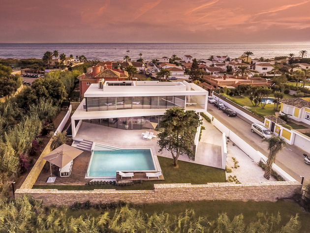 10-modern-mediterranean-home.jpg