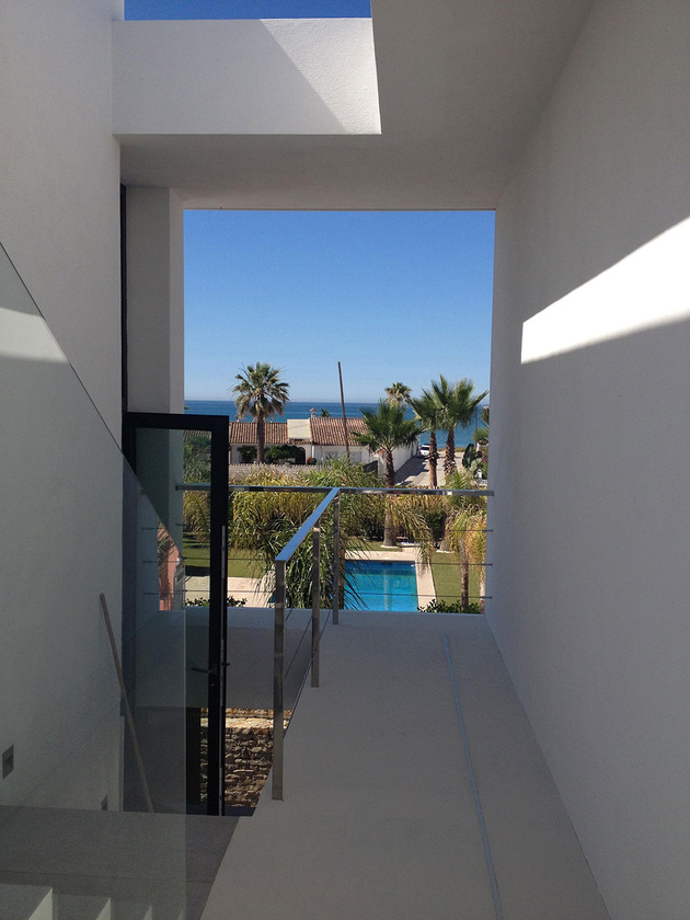13-modern-mediterranean-home.jpg