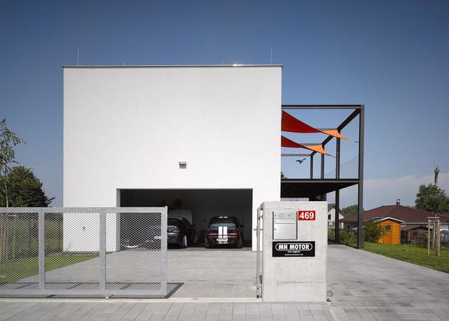 2 house racing driver features main floor car shop thumb 630xauto 58785 House for Racing Driver Features Main Floor Car Shop