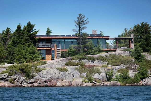 3-remote-off-the-grid-waterside-home-gourmet-kitchen.jpg