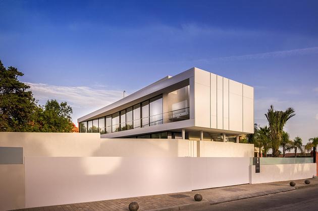4-modern-mediterranean-home.jpg