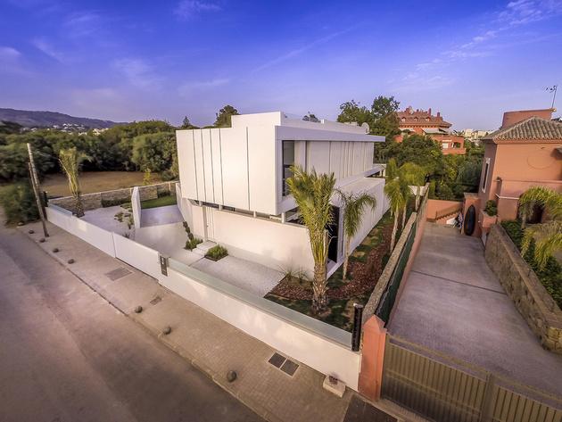 5-modern-mediterranean-home.jpg