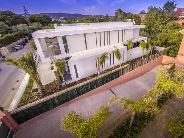 6-modern-mediterranean-home.jpg