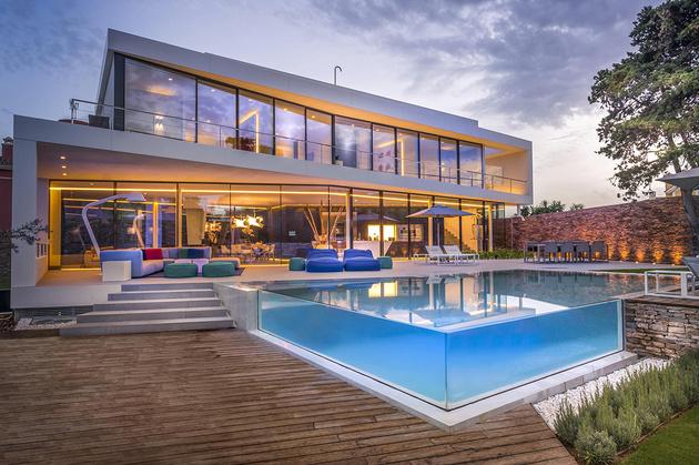 7-modern-mediterranean-home.jpg