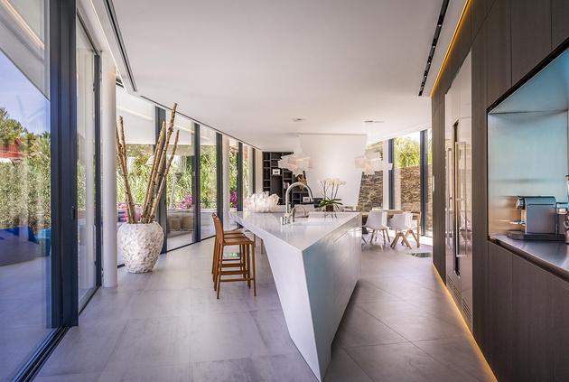 8-modern-mediterranean-home.jpg