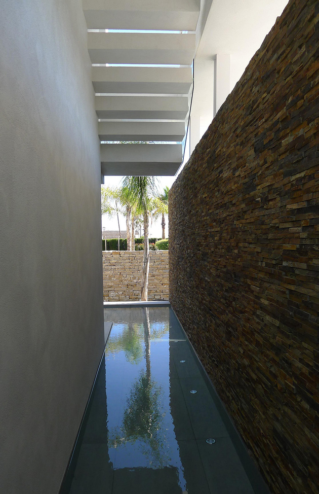 9-modern-mediterranean-home.jpg