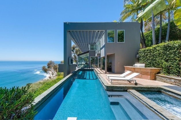 malibu beach house ocean side thumb 630xauto 58330 Modern Malibu Beach House: Rooms with a View