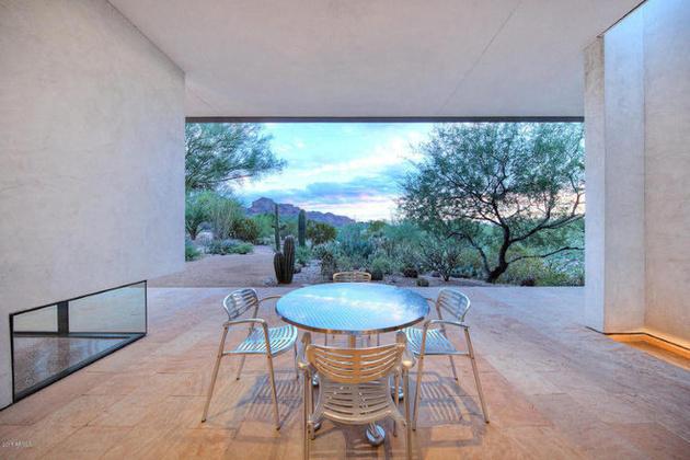 modern-desert-home-steven-holl-back-deck.jpg