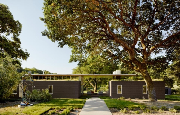 1 mature oaks living roofs contribute passive energy home thumb 630xauto 60753 Mature Oaks and Living Roof contribute to Passive Energy Home
