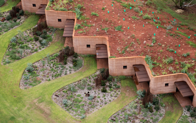 1 rammed earth wall creates thermal mass semi buried houses thumb 630xauto 59820 Semi buried Houses in Australia: Rammed Earth Wall by Luigi Rosseli Architects