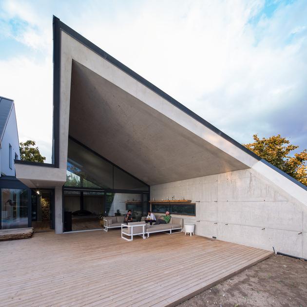 10-asymmetrical-concrete-addition-modernises-existing-home.jpg