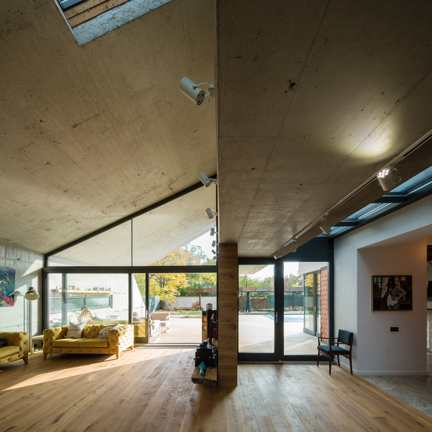 14-asymmetrical-concrete-addition-modernises-existing-home.jpg